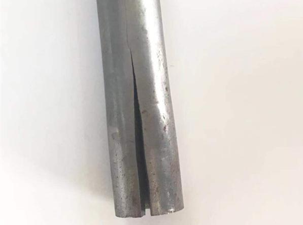 开裂钢管2